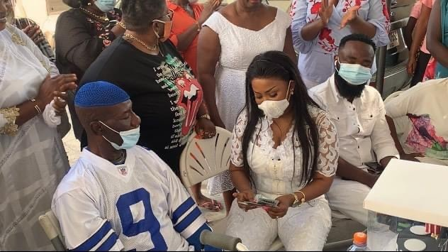 Ailing Veteran Actor Emmanuel Armah Breaks Down In Tears As Nana Ama MacBrown Surprises Him With Cash And Assorted Items On Her Birthday