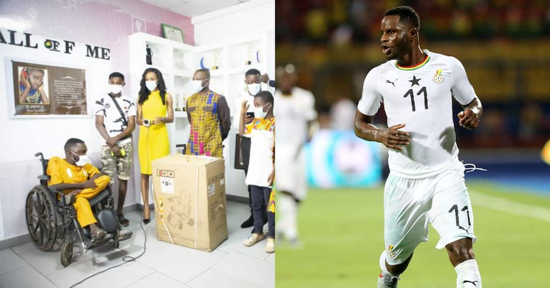 , Kind gesture: Black Stars midfielder Mubarak Wakaso comes to the aid of disabled commentator, Frederick Nuetei